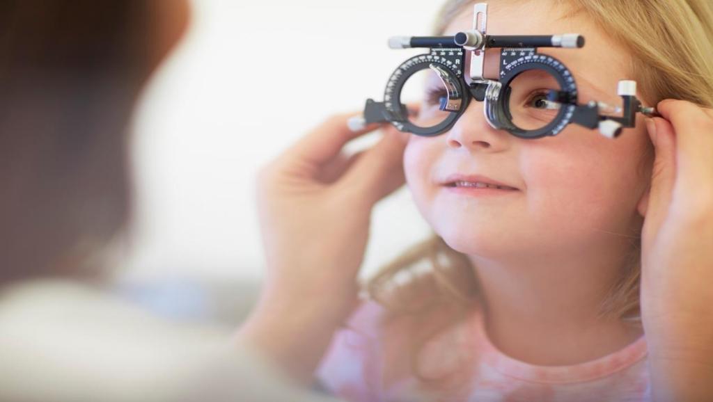 942d9e3b0 طرق لإقناع طفلك بارتداء نظارته | مجلة سيدتي