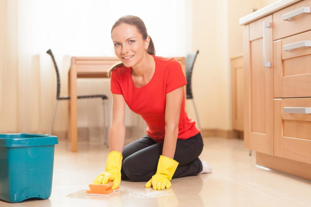خطوات تنظيف الأرضيات