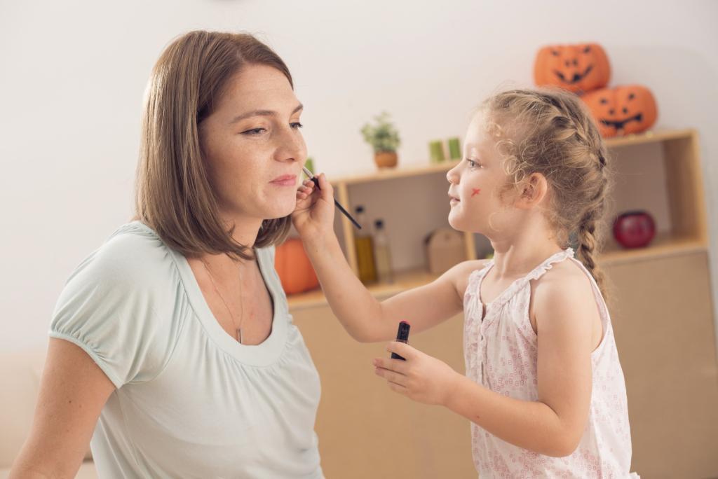 أخطاء في تربية البنات تجنبيها | مجلة سيدتي