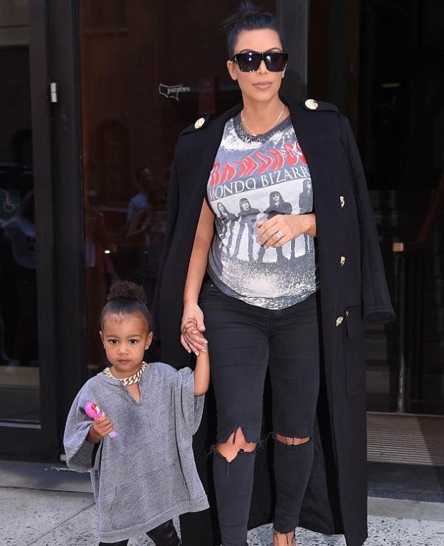 Kris Jenner تزور حفيدها الخامس وشائعات حول اسم المولود