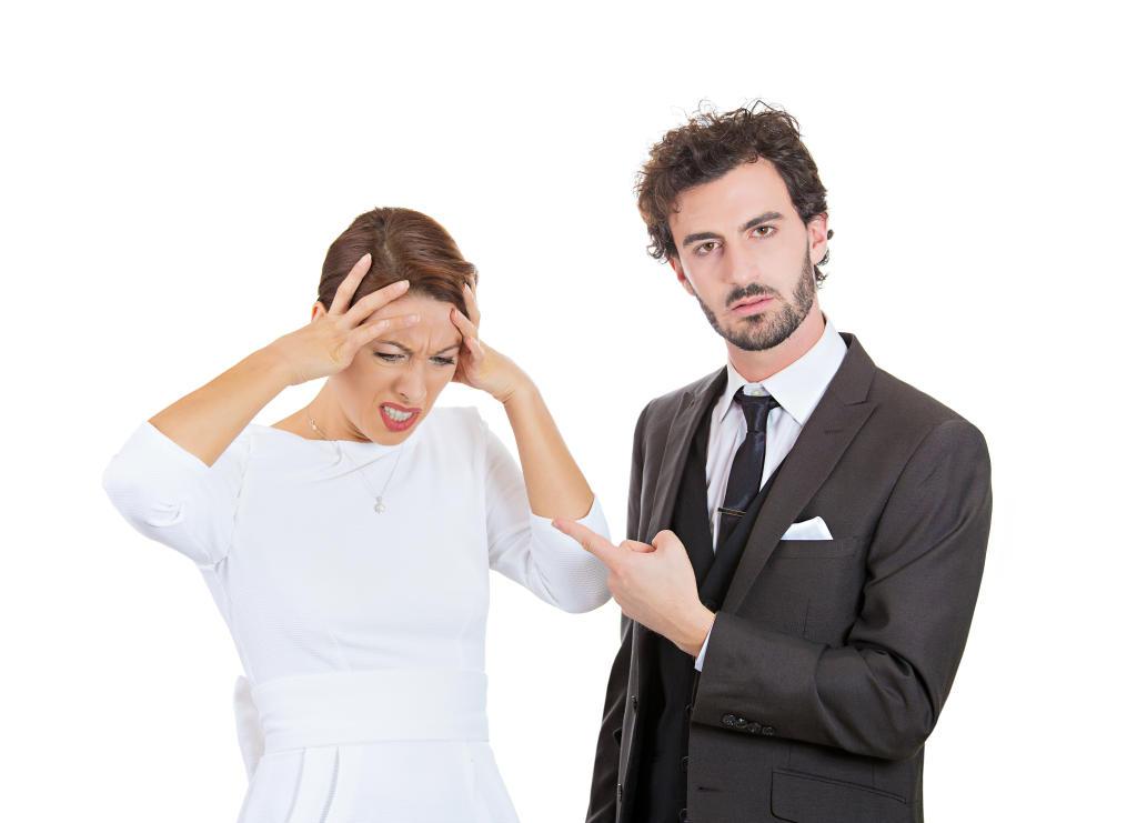 طرق للتعامل مع زوج يتعمد إحراجك أمام الناس | مجلة سيدتي