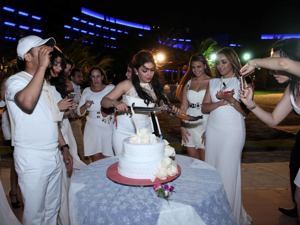 على قطرات المطر احتفلت نادية المنصوري بعيد ميلادها