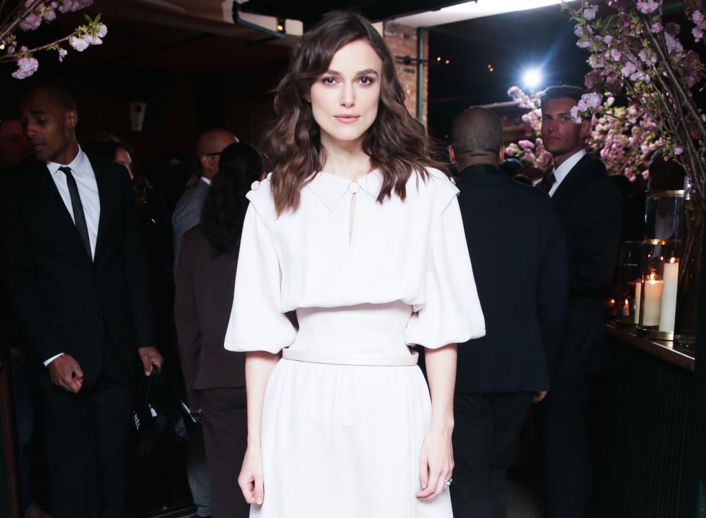 Chanel توقع 3 إطلالات متشابهة للنجمة Keira Knightley