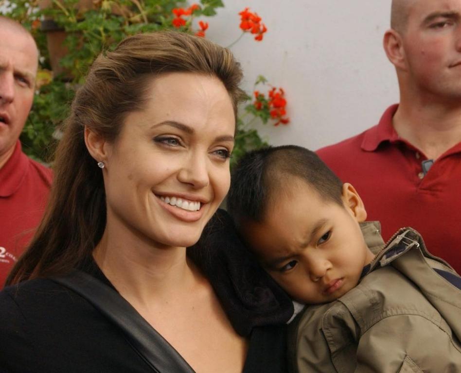 أنجلينا جولي تفشي أسرار ابنها العاطفية