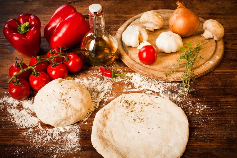 عجينة البيتزا الأساسية لجميع أنواع البيتزا
