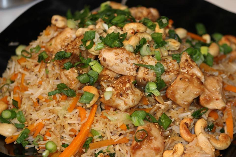 الأرز الصيني بالدجاج الشهي