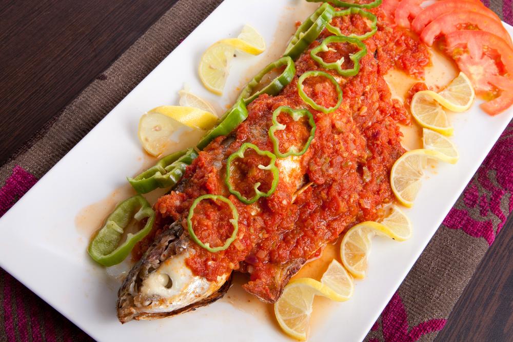 سمك بالصلصة الخاصة لغداء مميز