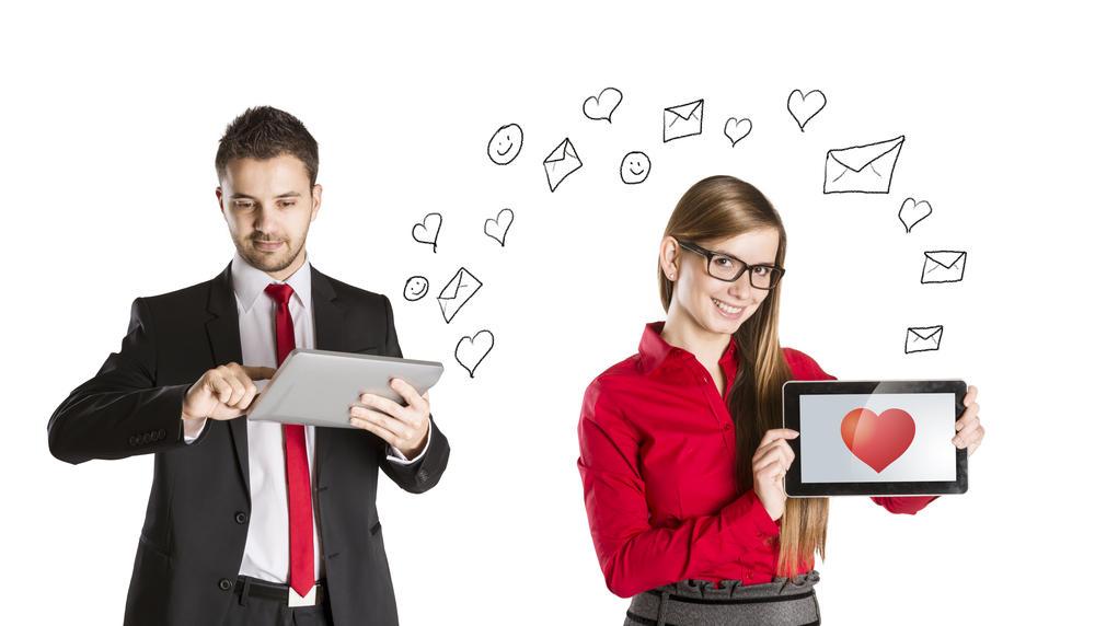 مقارنة الحب الطبيعي بالحب الإنترنت