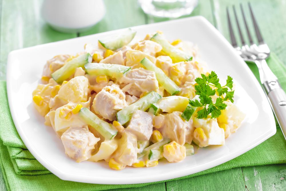 سلطة الدجاج والذرة بالمايونيز