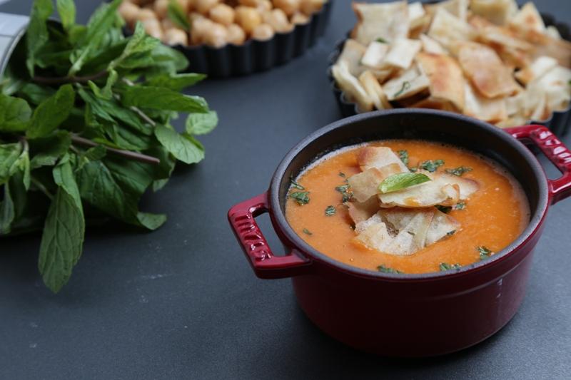 حساء البندورة مع الحمّص والنعناع لرجيم صحي