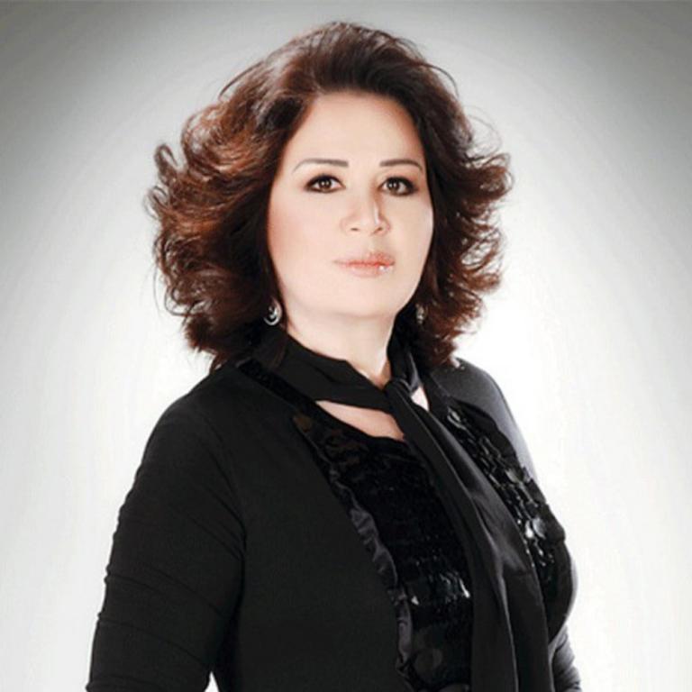 بعد سوزان سكاف وزهرة الخرجي إلهام شاهين تحلق شعرها