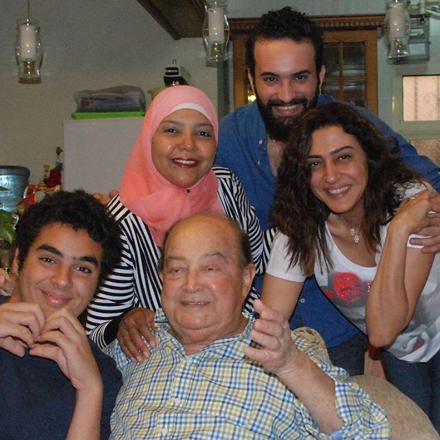 صدمة النجمة وفاء صادق بعد وفاة والدها المخرج الكبير مجلة سيدتي