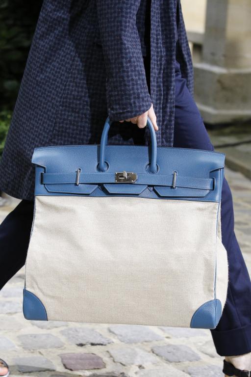 e9c120053 حقائب يد رجالية لأناقة عمليّة | مجلة سيدتي