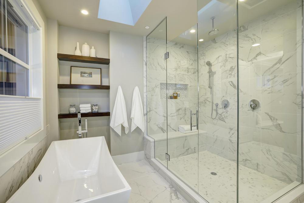 صور ما هي الخامات الأكثر استخدامًا في ديكورات حمامات