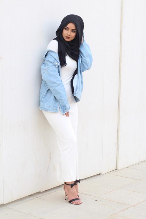 7f0fe5c79cdcf ملابس محجبات   جاكيت الـ جينز لاطلالة شبابية بالحجاب