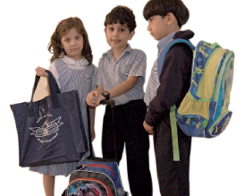 77799f31d087e كيف تحمين طفلك من ألم الظهر الناتج عن حمل حقيبة المدرسه؟