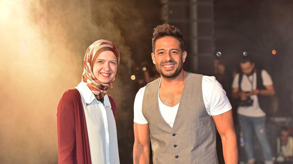 بالصور: سر محمد حماقي مع فتاة الجامعة الأمريكية   مجلة سيدتي