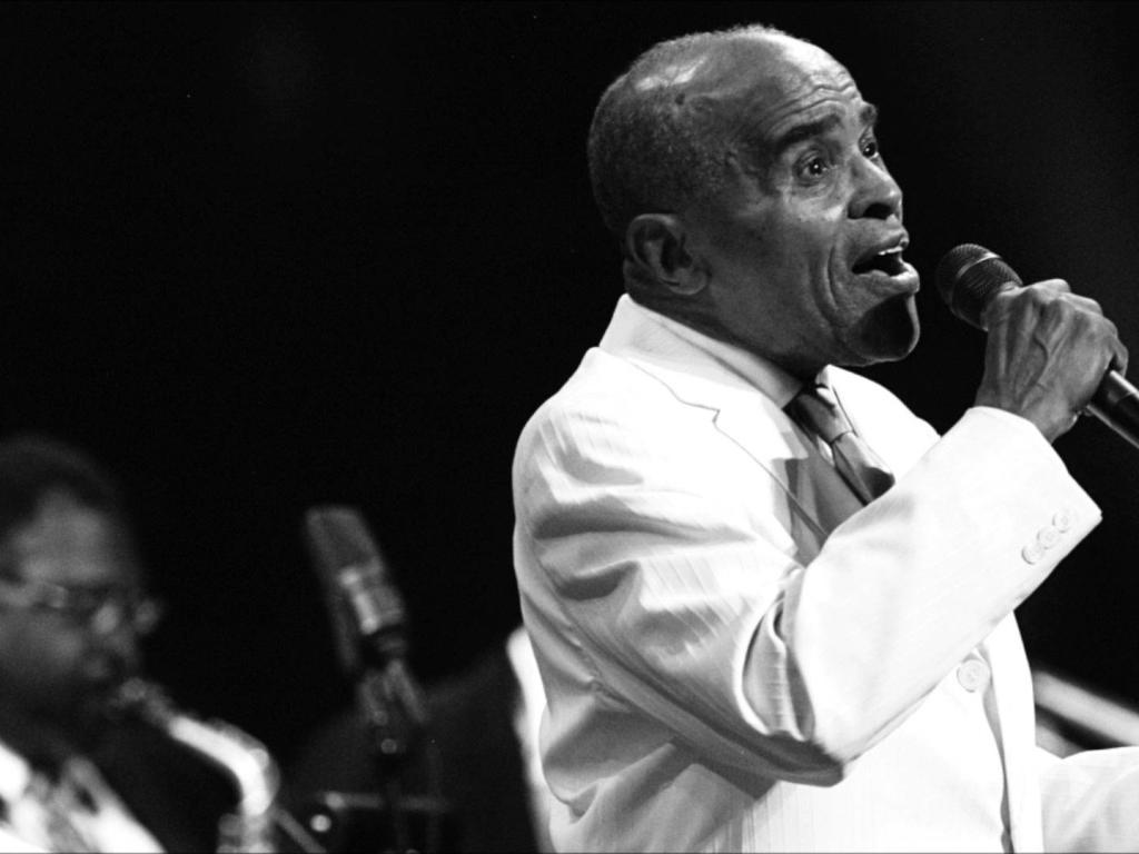 وفاة مغني وملحن الجاز الأمريكي جون هندريكس   مجلة سيدتي