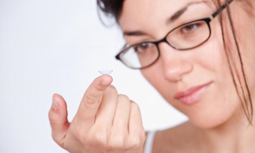 ee6edcf40 خطوات استخدام العدسات اللاصقة لتجنّب العمى ! | مجلة سيدتي