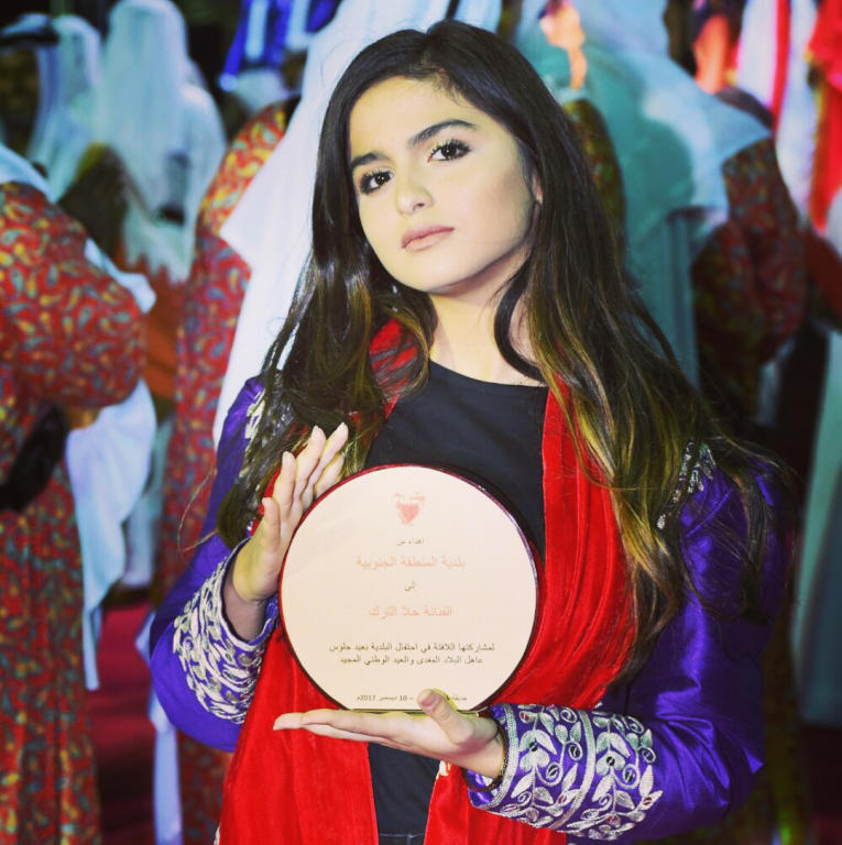 تكريم حلا الترك في البحرين ومشاريع فنية بالجملة   مجلة سيدتي