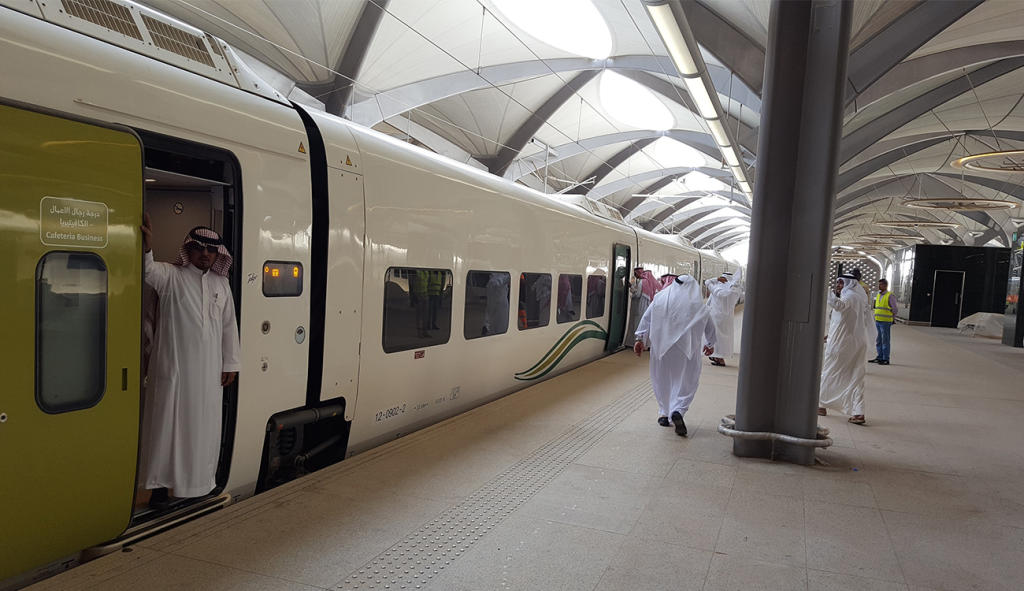 انطلاق أول رحلة تجريبية كاملة لقطار الحرمين من المدينة المنورة إلى مكة المكرمة   مجلة سيدتي
