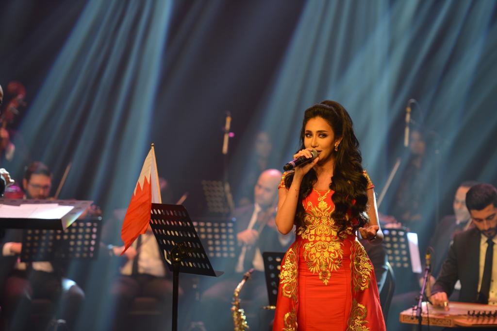 حلا الترك وحنان رضا تحييان حفل يوم الميثاق في البحرين   مجلة سيدتي