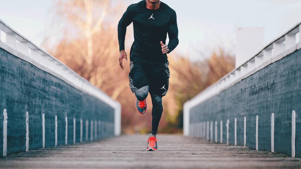 Бег в удобном спортивном костюме