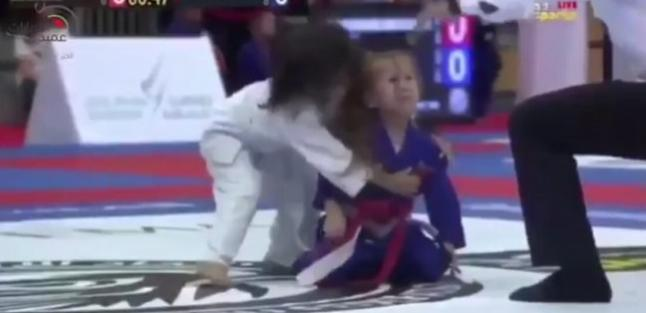 بالفيديو: طفلة اماراتية تتغلب على برازيلية في لعبة الجوجوتسو   مجلة سيدتي