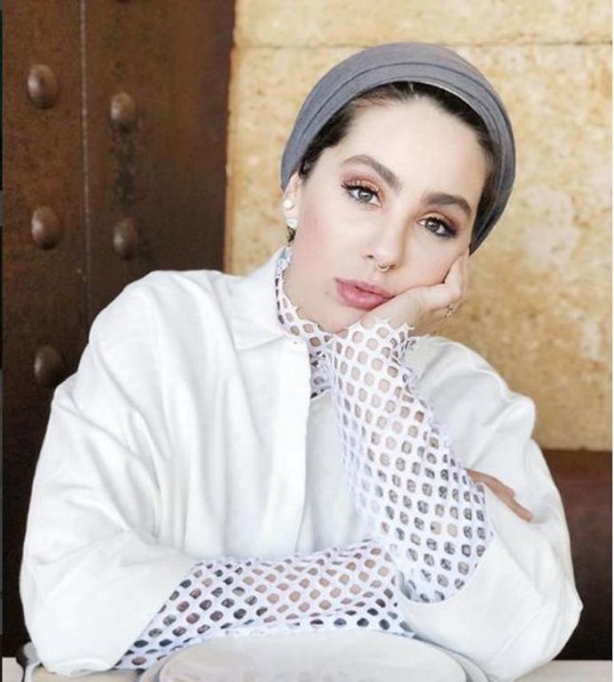 5645945bb9e48 موديلات حجاب من مدونات الموضة