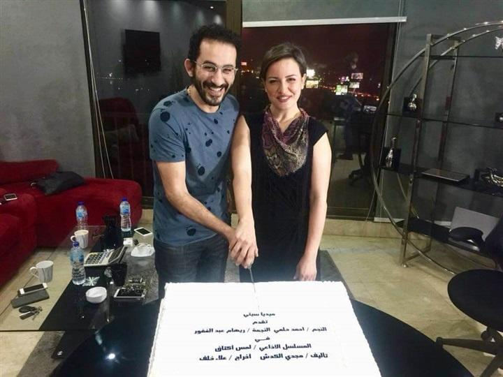 بالصور والتفاصيل: أحمد حلمي وريهام عبد الغفور في  لمس أكتاف    مجلة سيدتي