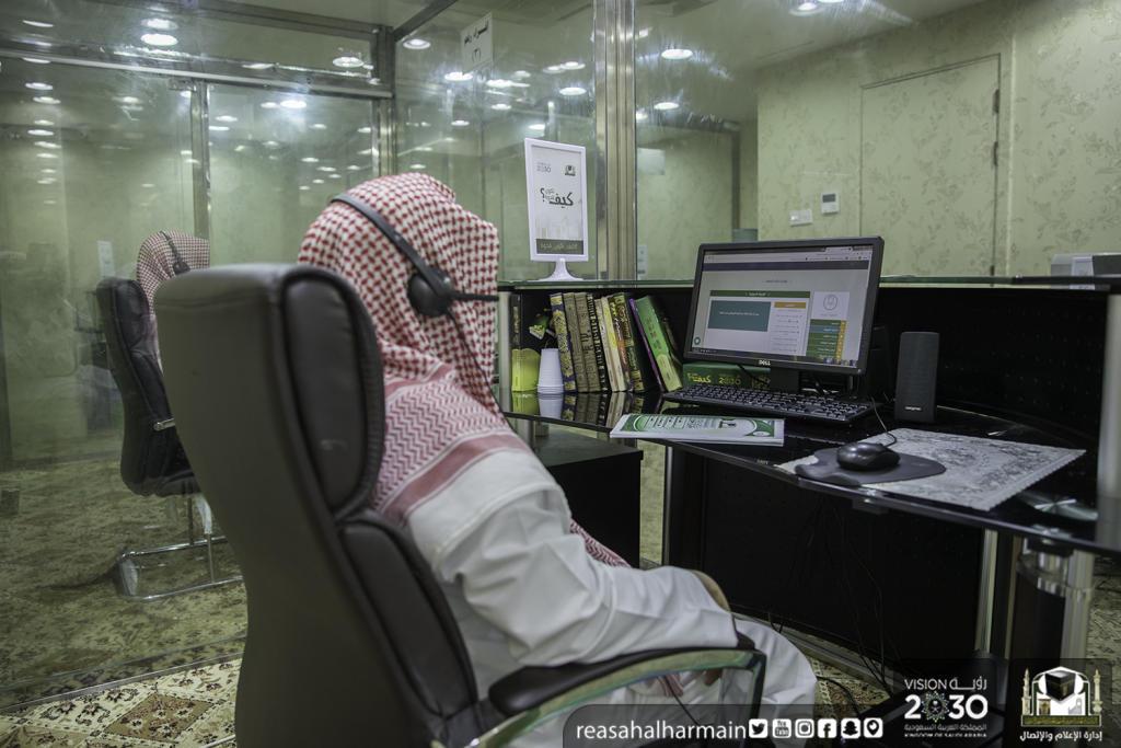 بأكثر من 65 لغة.. مليون مصحف في أروقة المسجد الحرام   مجلة سيدتي