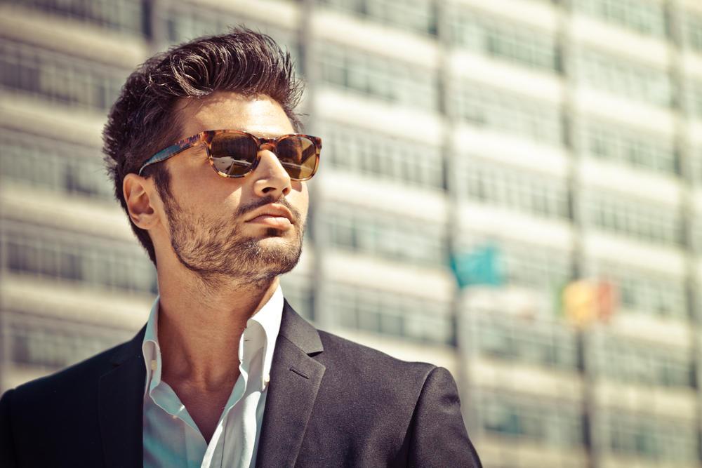 6d65dca09 باتت النظارات الشمسية قطعة أساسية في إطلالة الرجل، ولم تعد مجرّد إكسسوار  للزينة. فهي تزيد من أناقة مظهره كما أن لها دوراً في حماية نظره من أشعة  الشمس ...