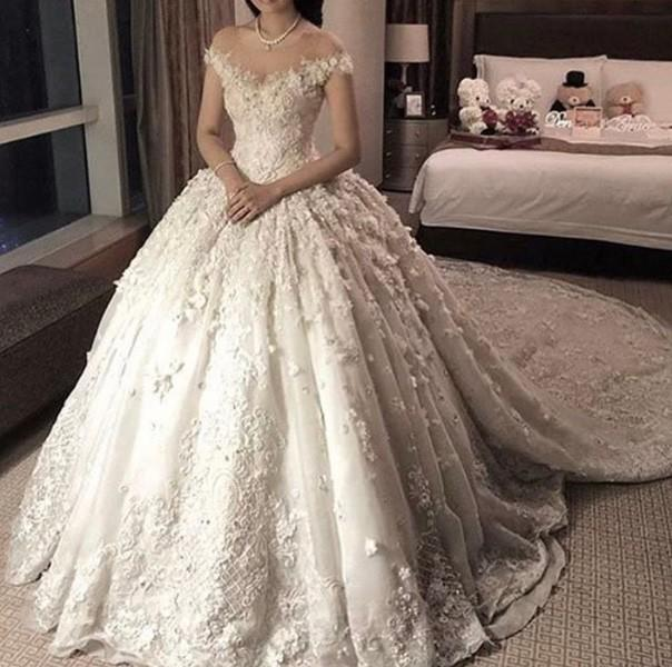 3b9016fef فساتين زفاف فخمة لعروس 2018   مجلة سيدتي