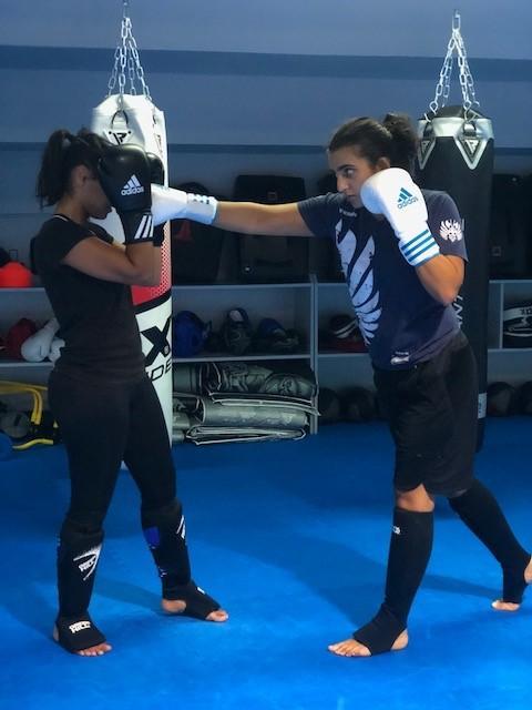 فتيات الكويت يقبلن على الرياضات القتالية بقوة   مجلة سيدتي