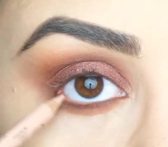 65c7407e85a80 مكياج العيون الصغيرة لتكبير العينين