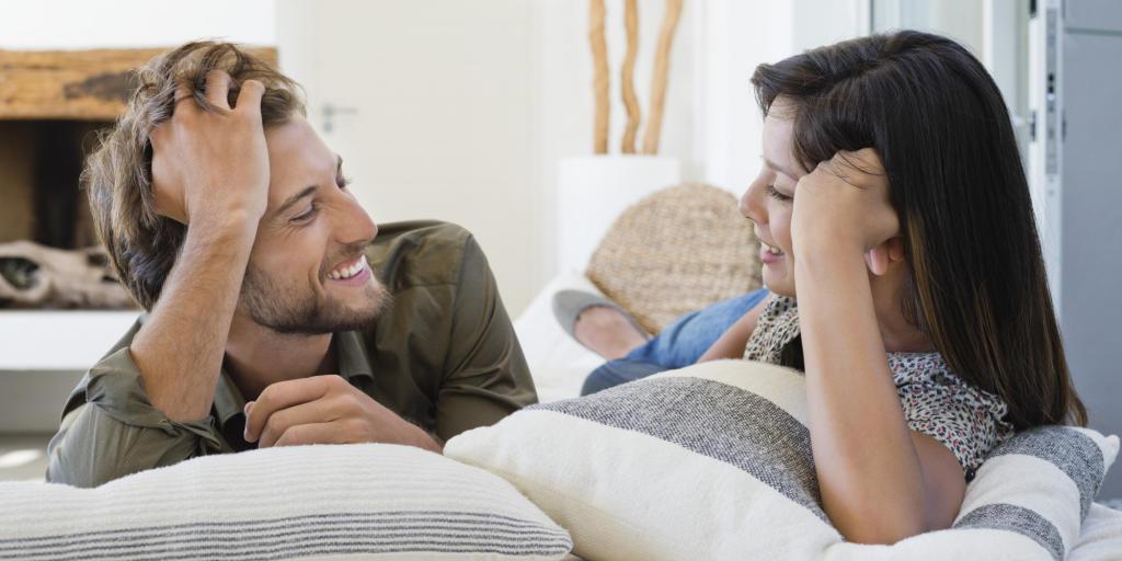 16f885c550eff حركات يحبها الزوج من زوجته!
