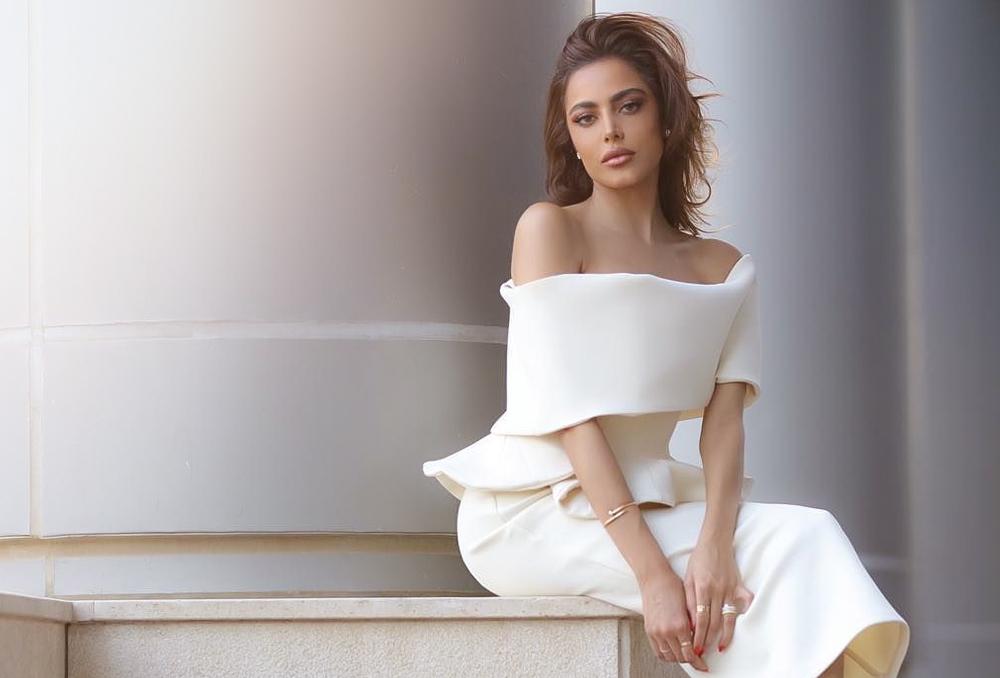 923fba030c686 صور أزياء باللون الأبيض من الفاشينيستات العربيات