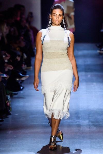b51a01c46 يعدّ أسبوع الموضة في نيويورك واحداً من أهم الأسابيع التي تعرض الأزياء ذات  المقاسات الكبيرة، حيث تنتظره السيدات للاطّلاع على آخر صيحات موضة الموسم  القادم ...