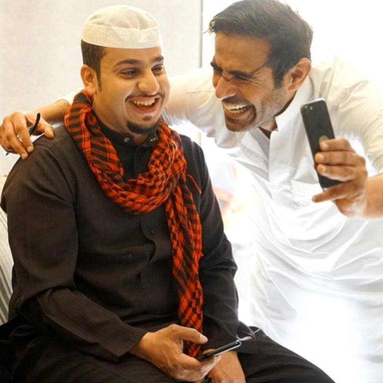 شباب البومب8 : شقيق عامر يفضحه على يوتيوب   مجلة سيدتي