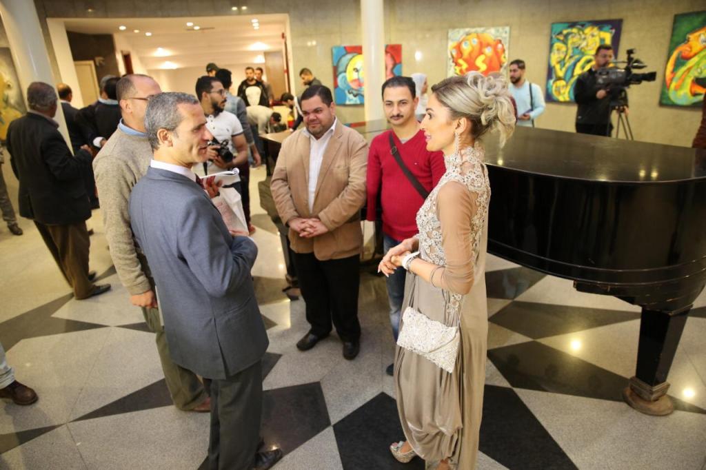 معرض فني في السعودية للفنانة غدير حافظ