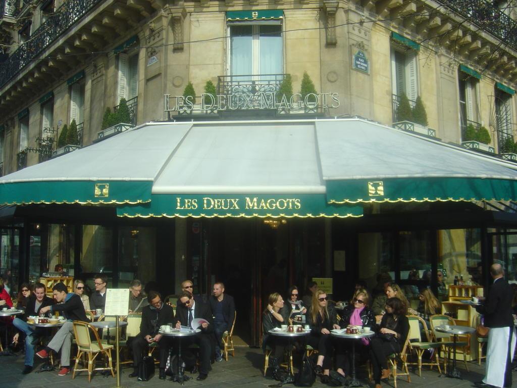 مقهى ليه دو ماغوتس