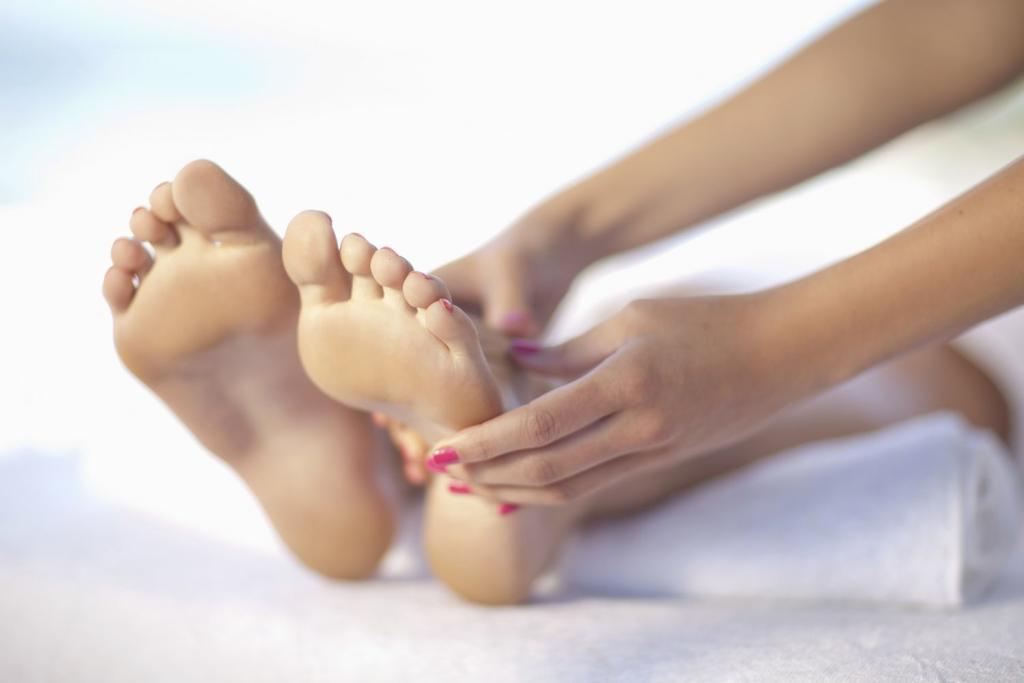 f92d336b4 ماسك الغليسرين لحماية قدميكِ من الأحذية المفتوحة بالصيف | مجلة سيدتي