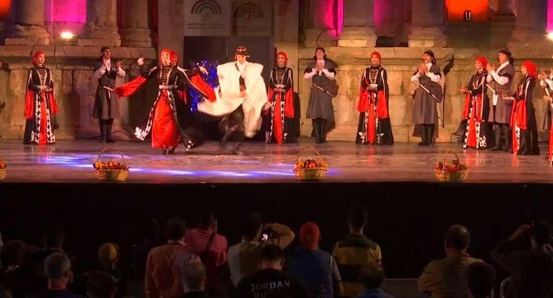 فرقة عالمية وشعبية في مهرجان جرش