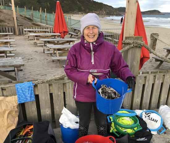تنظيف الشواطئ من البلاستيك