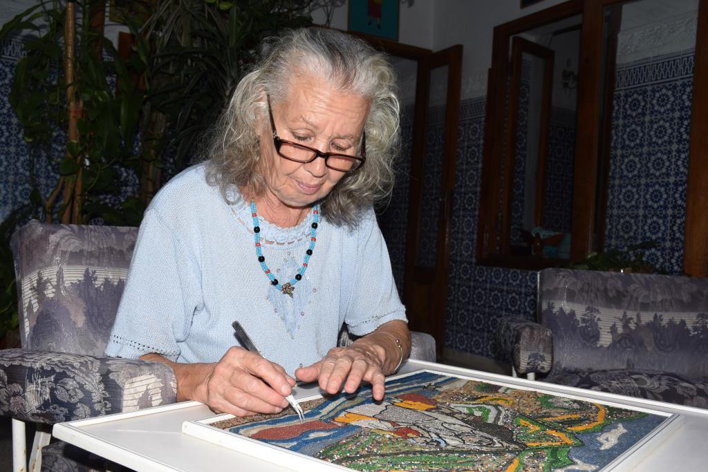 نفيسة بوزيد فنانة تشكيلية مغربية