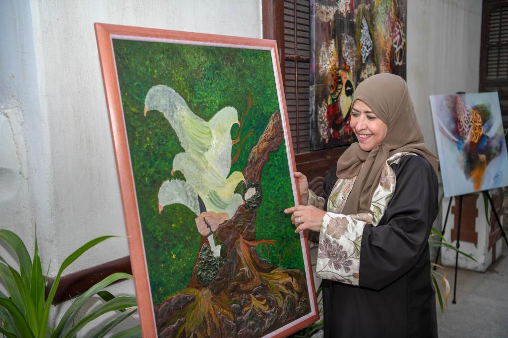 سلوناس داغستاني الفنانة التشكيلية السعودية