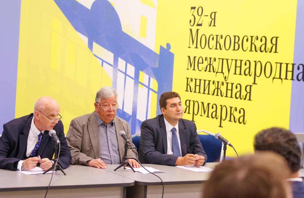 تكريم المترجم المصري أبو بكر يوسف  في موسكو الدولي للكتاب