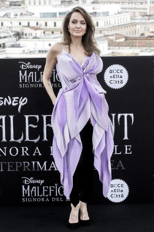 أنجلينا جولي تختار إطلالات مبهرة للترويج لفيلمها الجديد   مجلة سيدتي