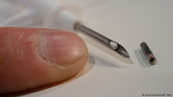 شريحة صغيرة تزرع في  اليد بدلاً من الهوية