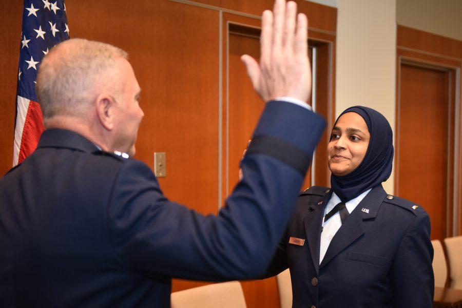 أول مسلمة في سلاح الطيارن الأمريكي